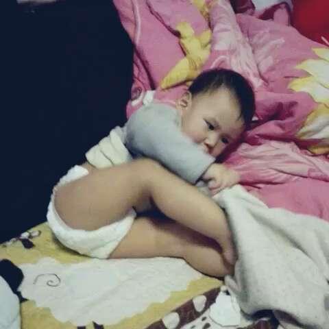 宝宝穿衣服