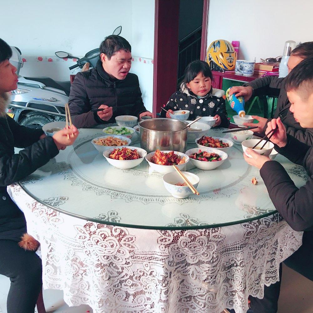 一家人吃饭素材