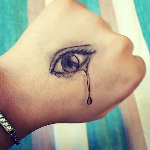 在手背上#眼睛##手上画画# (480x480)