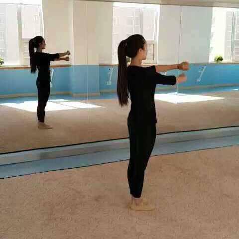 《小舞蹈》体态需要要求:1.基本骑手注意立腰幼儿园教案教学法治图片