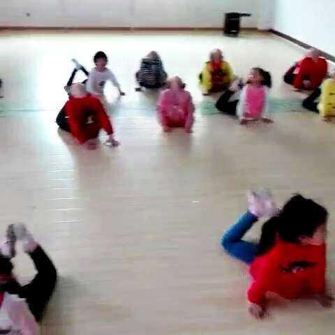 #音乐#七彩幼儿园课程--舞蹈基本功练习!佳佳