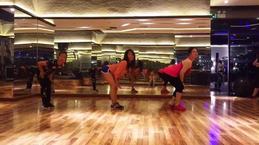 健身房的辣妈们又进步啦~~~《Foucus》大新编舞~#舞蹈