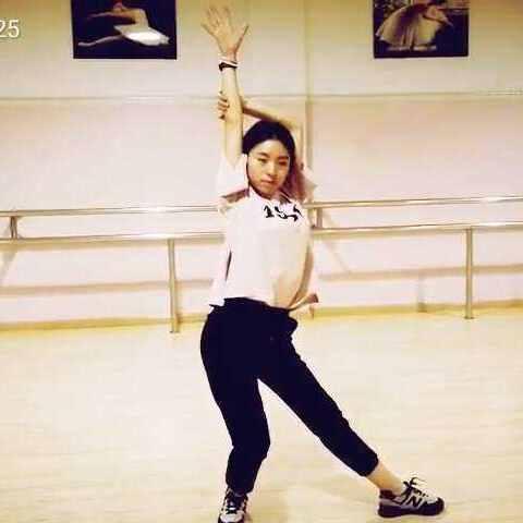 涉县吉舞工作室美女老师舞蹈v美女-秋子1925我爱上领导:的我局长美女txt图片