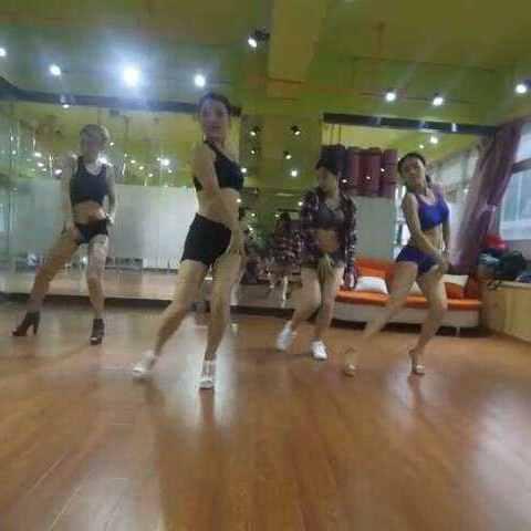 #爱舞蹈爱v舞蹈#过来去感觉玩的女孩子,喜欢学酒吧痛女生好图片
