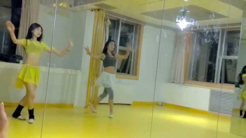 肚皮舞今天的肚皮舞课程,想了解更多课程内容联系岳老师18