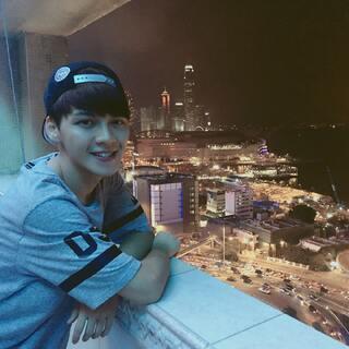 #港式自拍#维港夜景真的很美 希望这个城市可以多些包容 少些坏人❤❤❤