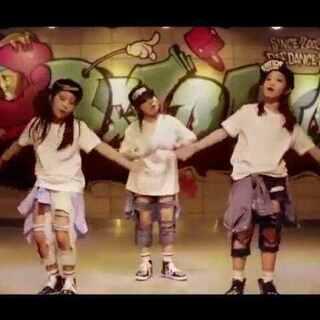 #明星中的明星##舞蹈##音乐##权志龙#小萝莉逆天嗨跳G-Dragon热单《Who You?》小小vip,大大的赞😘😘😘
