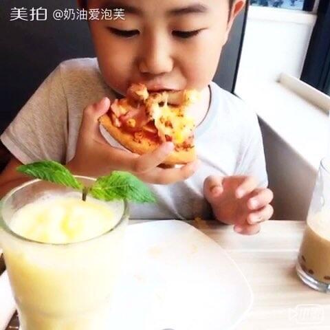 #v视频吃饭##吃披萨#发了几个视频咣咣掉粉,好团子视频少女图片