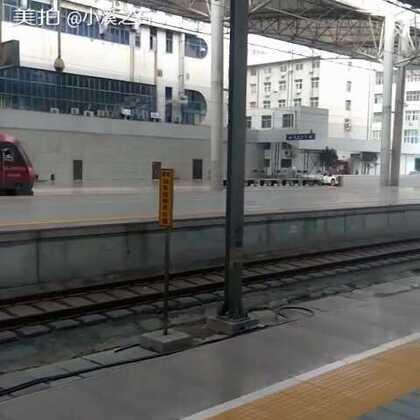 火车站的月台我想像过火车真不是想像中的浪漫