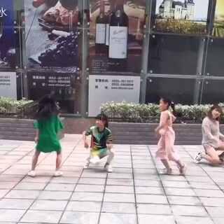 #加速舞蹈挑战##舞蹈加速版#终极版😏三级加速版《Bang Bang》…跳的找不着北了😂😂😂太好玩了