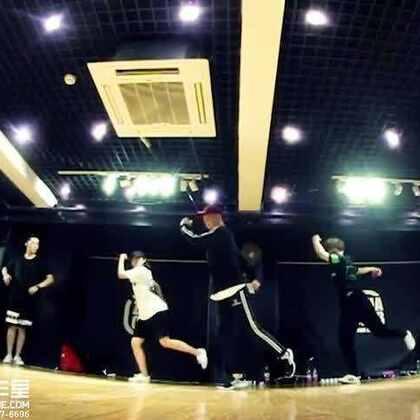 【嘉禾舞蹈工作室】张程老师@Banksy张 Hiphop课程视频 Run It!|嘉禾新学期正在火爆进行中,想学最好看最流行的舞蹈就来嘉禾舞蹈工作室。报名热线:400-677-8696。微信账号zahaclub。网站:http://www.jiahewushe.com #舞蹈##嘉禾舞社##嘉禾#
