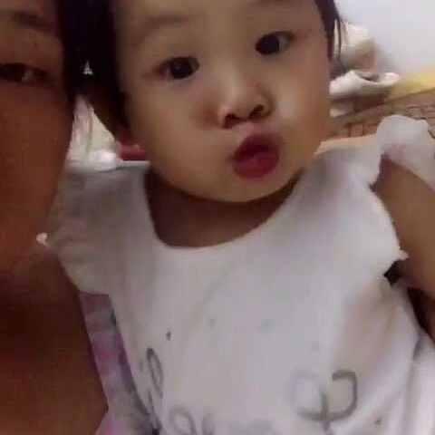 亲一个。#宝宝##贝贝25m~#+6-图标视频-粘宝宝淘宝图片