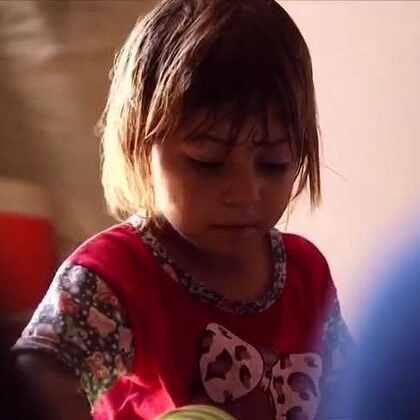 欢迎收看#联合国周刊#!叙利亚阿勒颇面临规模空前的人道主义虐待; 20多万伊拉克民众逃离家园;非洲国家决定消除疟疾;全球青年失业率出现上升趋势。