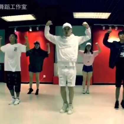最流行的舞_最近流行的舞蹈 2014年最流行的集体舞 最近流行的舞蹈歌曲