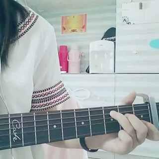 #吉他弹唱##宿舍的日常##邓紫棋画#其实是先学的吉他版然后才学的钢琴版,开学了才录出来,超喜欢这首歌❤