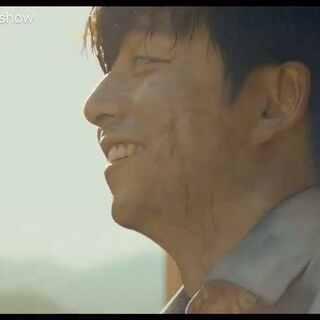 #釜山行#中最感人的一段,看个丧尸片都能泪流满面,一部良心的电影 安利大家看看 我去再哭一会儿#感人##父爱如山##孔刘##孔侑微笑#
