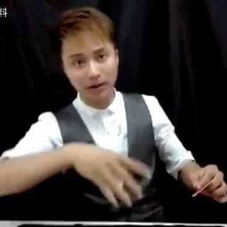 魔术教学—超赞的吐牌手法!原来这么简单!😝😝😝 喜欢看更多视频的可以关注我们 我们会更新更多精彩内容 😂😂😂#魔术教学##美拍小魔术##魔术秀##变魔术#