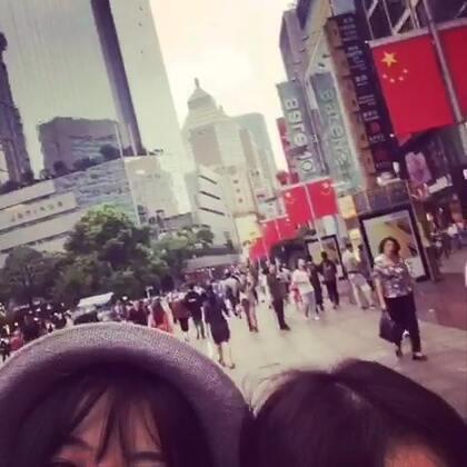 #上海外滩##微笑##自拍##5分钟美拍##国庆快乐#说好的闺蜜旅👭,就我们两个人的旅行,一路上断断续续,但我们开心。还有就是后面的后面游黄浦江的时候感觉我们两个太可爱太可爱,拍的太乱七八糟。哈哈哈哈~今年的国庆只有你和我!❤️❤️👭