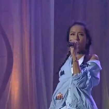 吉克隽逸在中华人民共和国成立67周年国庆青年音乐会演唱《我唱故我在》