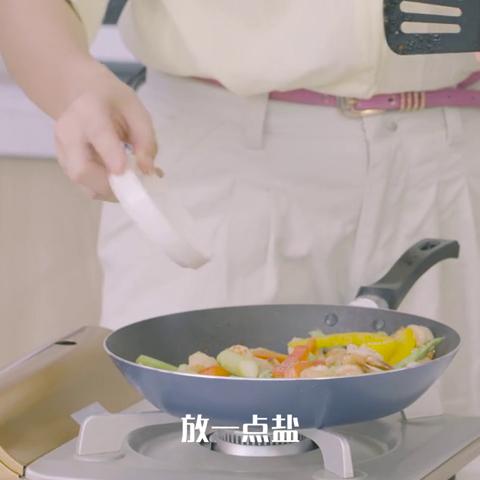 《美丽俏佳人》主持人瑶淼来达人厨房挑战彩椒乌鲁木齐市美食a厨房图片