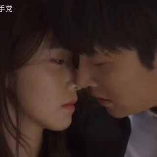 #韩剧心动场面##美拍小助手##我要上热门##韩剧##音乐##舞蹈##韩流一手党##the k2##云画的月光#经典韩剧动人kiss合辑,每一秒都不规律跳动的小心脏。你呢?