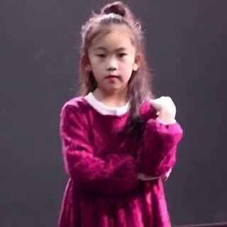 库潮街舞|8岁宝宝教你跳爵士第一期。少儿导师:吴彩希 年龄:8岁 From:日本 本期舞蹈:《why so lonely》,喜欢她的可以点击关注,留意她的下一期视频哦!😜😜😜#丹阳KC街舞工作室##韩国舞蹈##我要上热门##why so lonely##爵士舞#