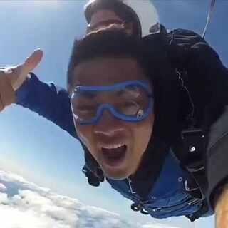你们好.我叫廖锡荣.是一名极限运动爱好者💪#极限运动##单板滑雪##冲浪##动作死飞##我要上热门#