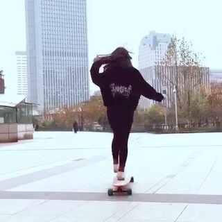 #长板##长板女孩##长板dancing#最近很喜欢旋转的动作 感觉自己旋转起来像一阵龙卷风😂😂😂@美拍小助手