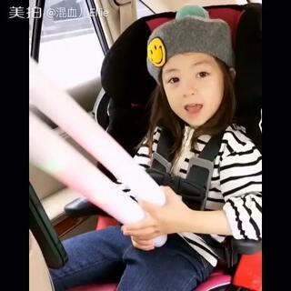 #混血儿ellie#在车里唱歌的小可爱~