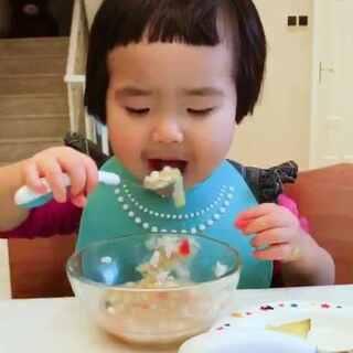 今天的早餐。#可爱吃货小萌妞##吃货小蛮##小蛮一岁11个月#