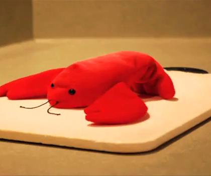 定格动画:原来她洗刀不只是为了做龙虾。切勿模仿