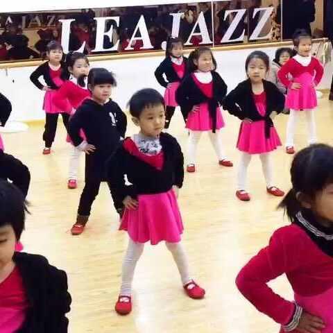 #中班##视频#幼儿园舞蹈表演课汇报,可爱的宝宝宝牛羊马图片