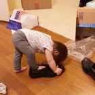 连爸爸的鞋子都要穿😂😂 #宝宝##混血宝宝#