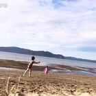 #周末#一家人出游,傍晚和孩子们沙滩上玩耍,幸福满满😘❤#宝宝##随手美拍##美拍小助手##运动#