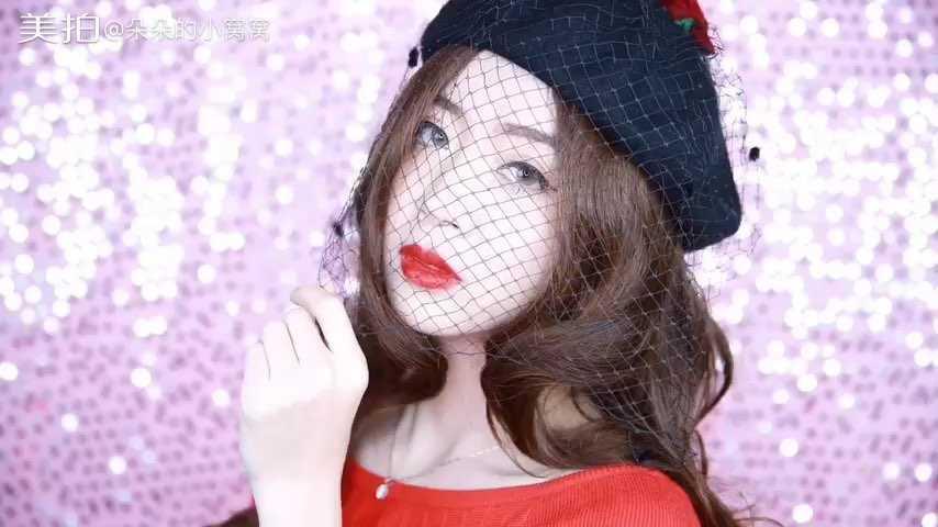 #美妆时尚#又到了每年公司年会,姑娘们一定都会盛装出席, 怎么打扮才能在年会中成为焦点呢? 低调华丽的妆容造型让你脱颖而出 跟着我的脚步 Let's Go! 化妆品清单➡️http://weibo.com/1909751124/Er4T9hGFK?from=page_1005051909751124_profile&wvr=6&mod=weibotime&type=comment