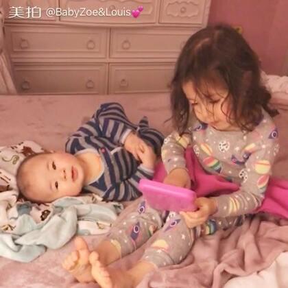 姐姐和弟弟的日常😁#BabyZoe&Louis ##宝宝##BabyLouis 5个月2天# 弟弟表示只要和姐姐在一起,做什么都是都是开心的😂