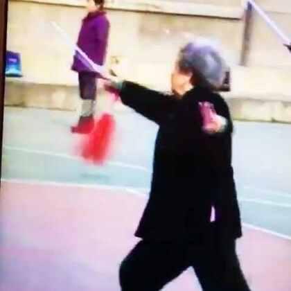 咱们所社区的〖特训队之1⃣️【华山论剑】〗…#美拍##美拍小助手##小魔术##趣味小魔术##华山论剑#…【学剑术】是强身健体的一项好的体育运动。特别是老年朋友们很适合喜欢。让咱们一块儿去特训现场看看,快乐的生活一起来分享。请观赏美拍【咱们212所社区的【特训队之1⃣️〖华山论剑〗】…