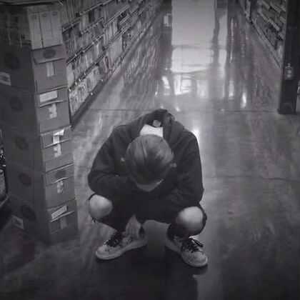 说谎-林宥嘉 第一次自导自演的小mv 情人节礼物送给你们#热门##音乐##米弟弟# 不好的地方谅解一下吧😄@音乐频道官方账号