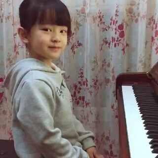 #宝宝##音乐##钢琴##10后气质小琴童#夜晚来临,给大家送上一首舒伯特的小夜曲,愿好梦相伴!如果你用善意来对待世界,相信你的世界也会越来越美好,喷子请自重。谢谢喜欢蓓蓓的朋友们,看到你们的留言,感动🌹🌹🌹