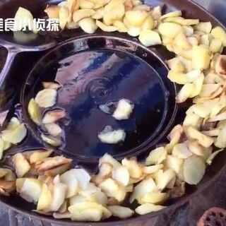 土豆还可以这样吃,看的我都饿了。#美食##地方美食##我要上热门#@美拍小助手 @美食频道官方号