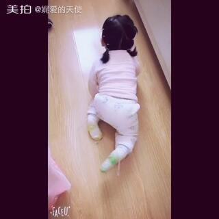 马上11个月啦~爬的嗖嗖的了#宝宝爬行记##可爱宝宝##宝宝成长日记#