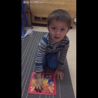 小朋友还是要重小培养的,经过两次的陪伴一起玩,今天#宝宝#他已经会独立完成9块的拼图,给一个赞👍👍👍