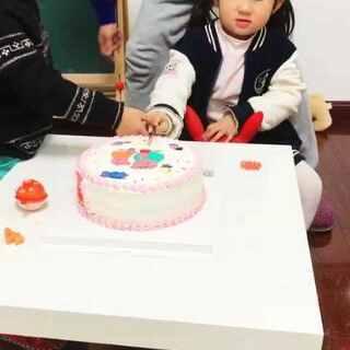 #男神##吃秀##宝宝#菲菲过生日,片段。🎂🎂🎉🎉🍭🍬祝菲菲生日快乐。