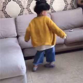 #宝宝转圈圈#给他看了几个宝宝转圈的视频.他上瘾了😂😂.不停的转啊.#宝宝##芒果两周岁#8个月