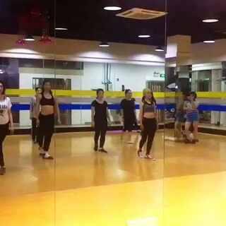 #健身房##舞蹈#下课都要找几个小伙伴一起拍视频。怕下次课不记得上节课编的啥动作😅