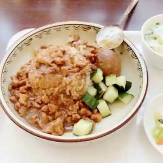 #逗逼夫妇游北京##卤肉饭##长城#长城爬了两个小时,回来后去了南锣鼓巷,吃了菊儿人家的卤肉饭,好吃,可惜只能吃下一碗,有机会一定再来☺☺☺