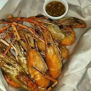 #吃秀##泰国海鲜##泰国之旅#@美拍小助手 @呵呵~小盆友!今天我们又去火车大排档了~把东西全打包回酒店~因为太热!😜😜😜泰国海鲜便宜好吃~辣妈吃不厌这大头虾😁😁😁