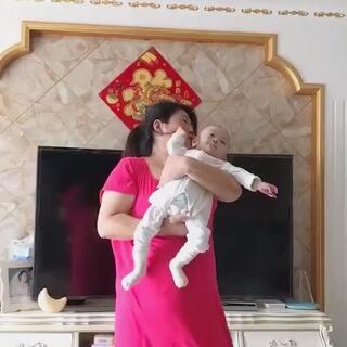 #宝宝##宝宝学说话#我闺女开始不停的叫爸爸,咿呀学语的时候好可爱,要把掉的粉再弄回来好难,昨天一个粉儿没涨,居然又掉了2个,怎么办谁教教我