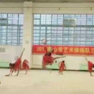 #00后表演大赛##新疆舞,动脖##艺术体操#明天表演,这是教练录的,哈哈哈,为我加油吧~(背后还有教练的话语😌😌)明天如果能录的话,就录。(估计还得从教练那里保存了😂😂)