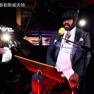 大叔Gregory Porter在BBC Radio上爵士改编翻唱火星哥#Bruno Mars#情歌#Just The Way You Are#喜欢大叔嗓的福利~